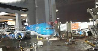 klm boeing 777-300er schiphol